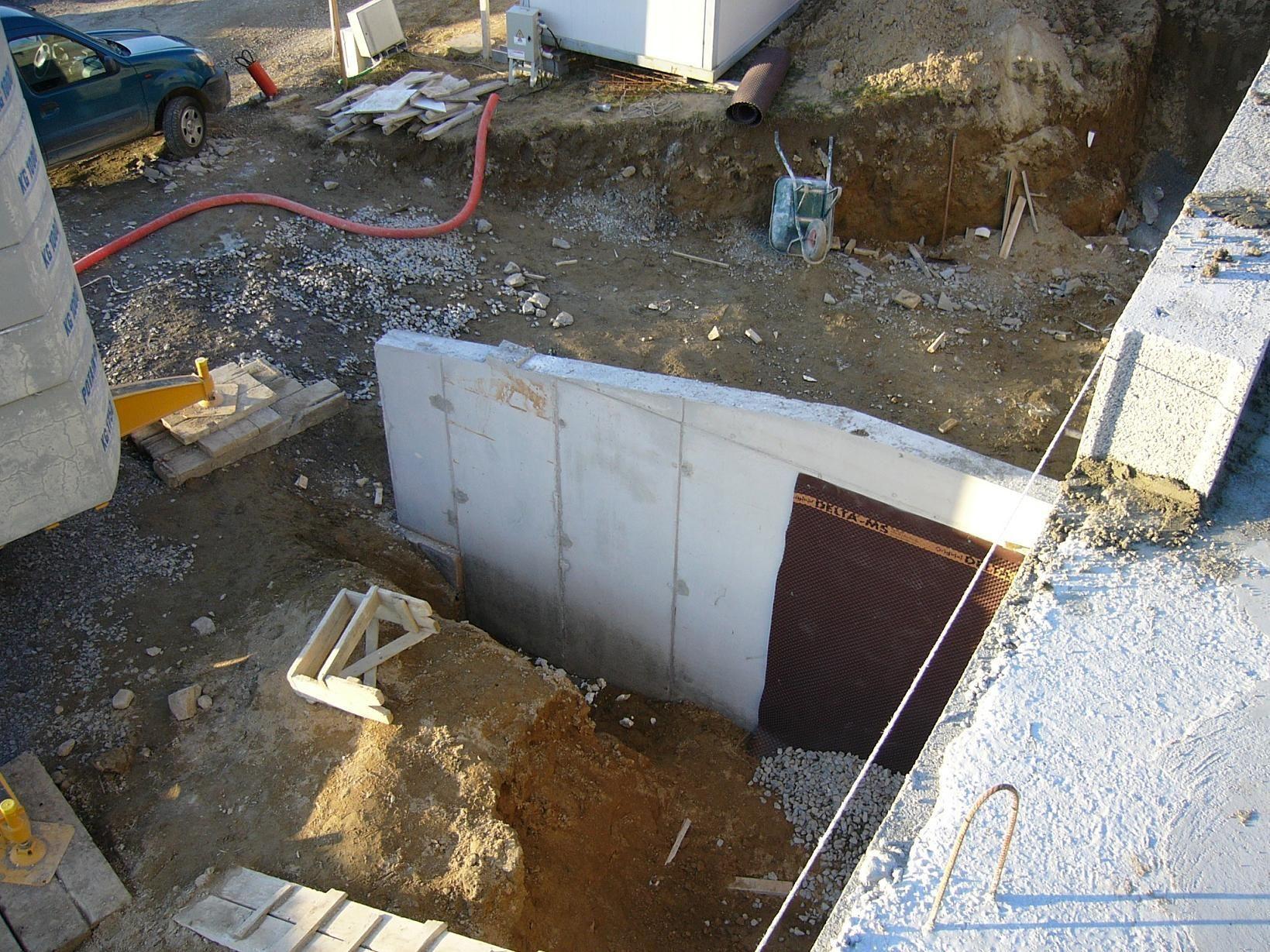 Vu de dessus du mur banch for Maison en beton banche